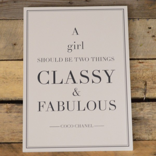 Holzschild Coco Chanel Zitat: A girl should be two things: classy & fabulous