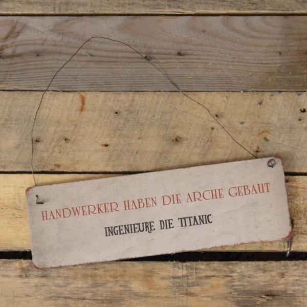 Holzschild: Handwerker haben die Arche gebaut, Ingenieure die Titantic!