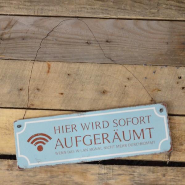 Holzschild: Hier wird sofort aufgeräumt, wenn das W-Lan Signal nicht mehr durchkommt
